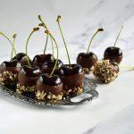 Kirsebær med chokolade og nødder